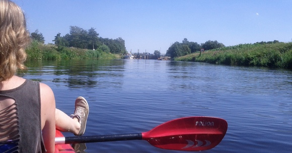 Met dochterlief in de kano naar de sluis bij Gaanderen